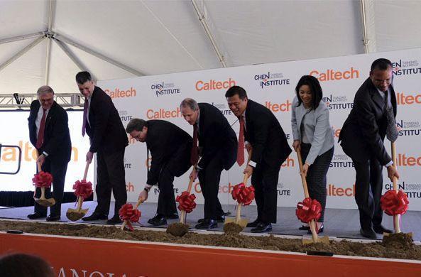 2017年12月,陈天桥夫妇在Caltech-TCCI脑科学研究院大楼奠基仪式上.jpeg